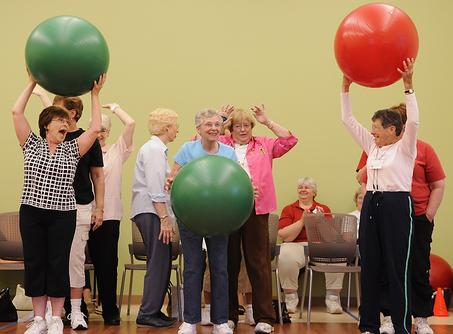 cvičiaci dôchodci